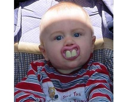 صورة طفل ابو اسنان كبيره - صور مضحكة
