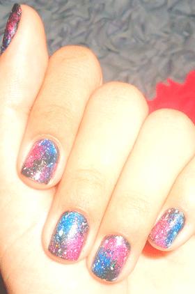 أظافرك بألوان المجرات