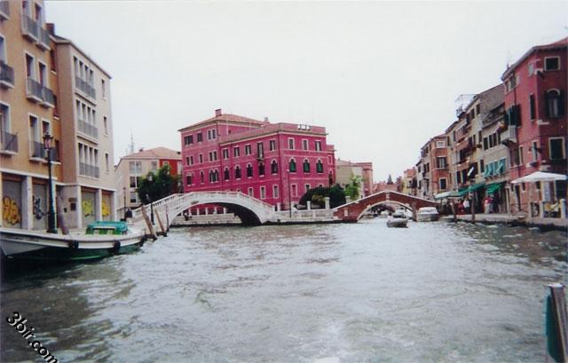 البندقيه المدينة التي تسبح فوق الماء
