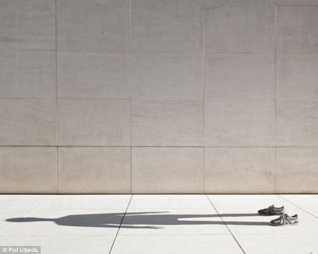 مصور اسباني يحترف تصوير ظلة